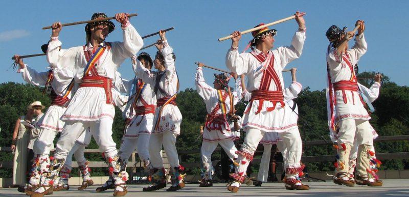 Dansul Călușarilor: de la ritual inițiatic, la ritmuri amețitoare