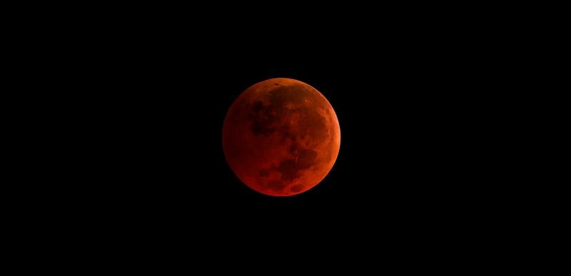 27 iulie 2018: Cea mai lungă eclipsă totală de Lună din secolul 21