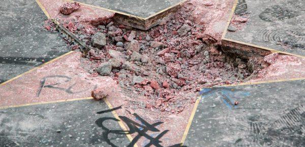 Donald Trump a rămas fără steaua de pe Walk of Fame