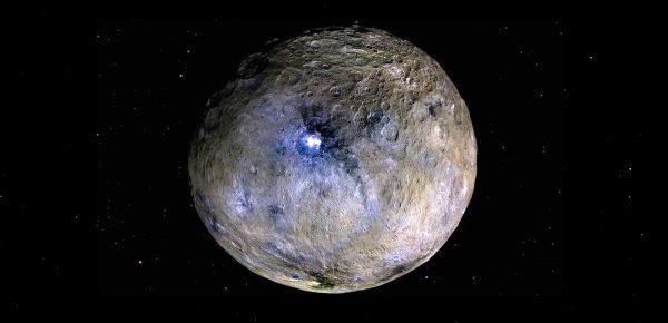 NASA a confirmat: Există apă înghețată pe suprafața Lunii