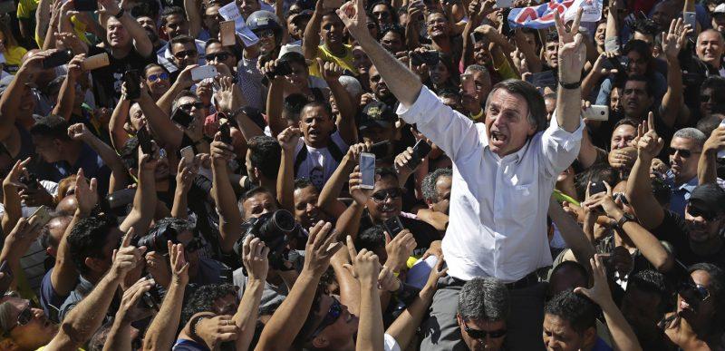 Președintele brazilian Bolsonaro își conduce țara spre dezastru din cauza coronavirus