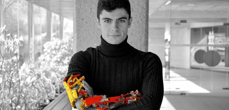 Un tânăr și-a construit o proteză robotizată din piese Lego