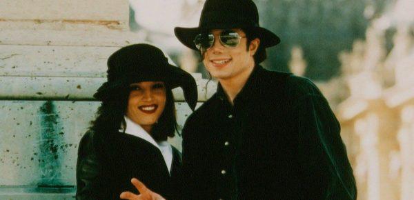 Fosta soție a lui Michael Jackson, Lisa Marie Presley, va scrie o carte despre viața sa alături de artist