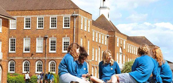 Educație de top: Cum alegi școala britanică potrivită pentru copilul tău?