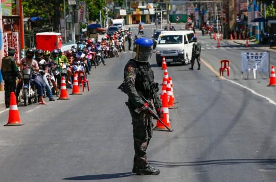 Președintele Filipinelor ordonă împușcarea cetățenilor care încalcă regulile de carantină