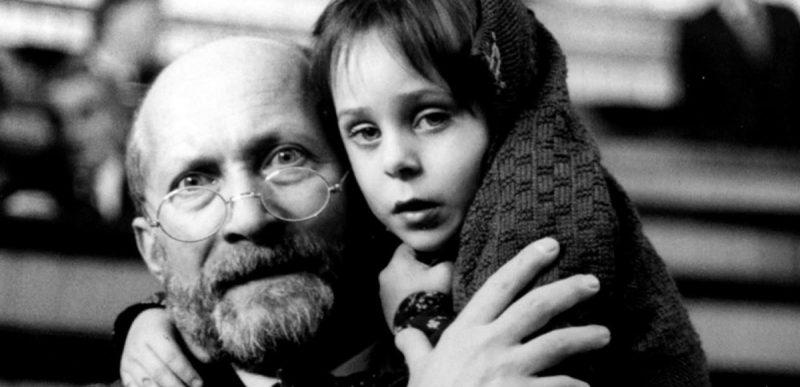 Cele 10 reguli de aur pentru părinți ale pedagogului care a ales să moară lângă copiii orfani într-un lagăr nazist