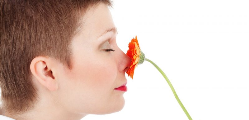 Cercetătorii au descoperit de ce COVID-19 afectează mirosul