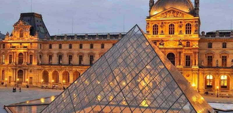 """Muzeul Luvru din Paris poate fi """"vizitat"""" gratuit în mediul online"""
