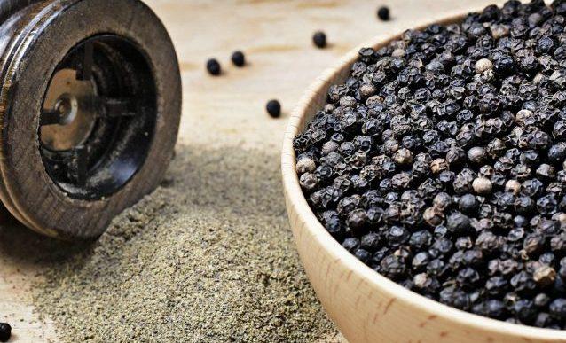 Piperul negru: Top 10 beneficii pe care le poate aduce sănătății.