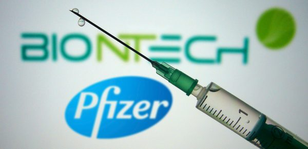 Pfizer va solicita autorizarea celei de-a treia doze de vaccin anti-covid